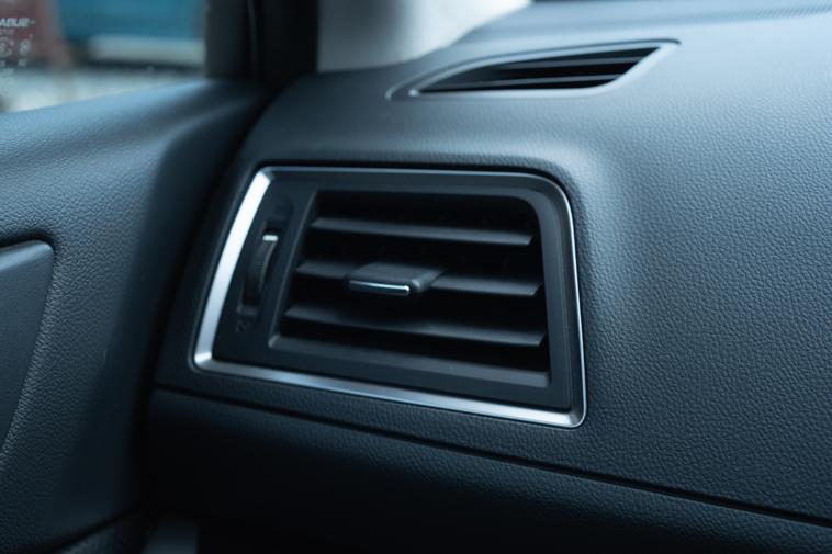 車の中のエアコンイメージ